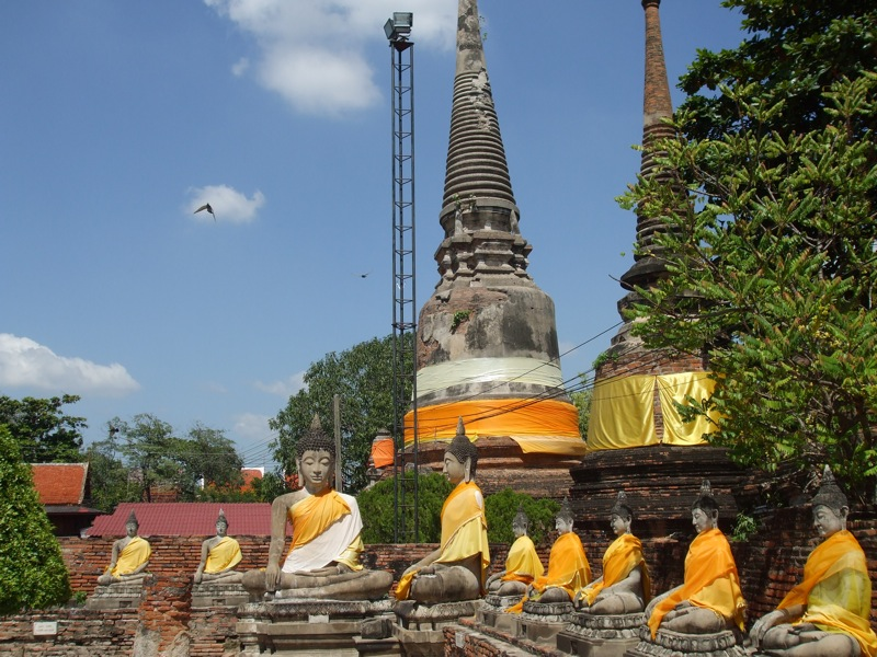 Ayutthaya braces for flooding, historic temples besieged by flood