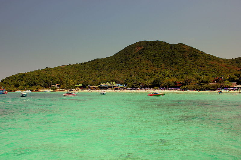 Chinese Tourist 'Faints' and Drowns near Koh Lan
