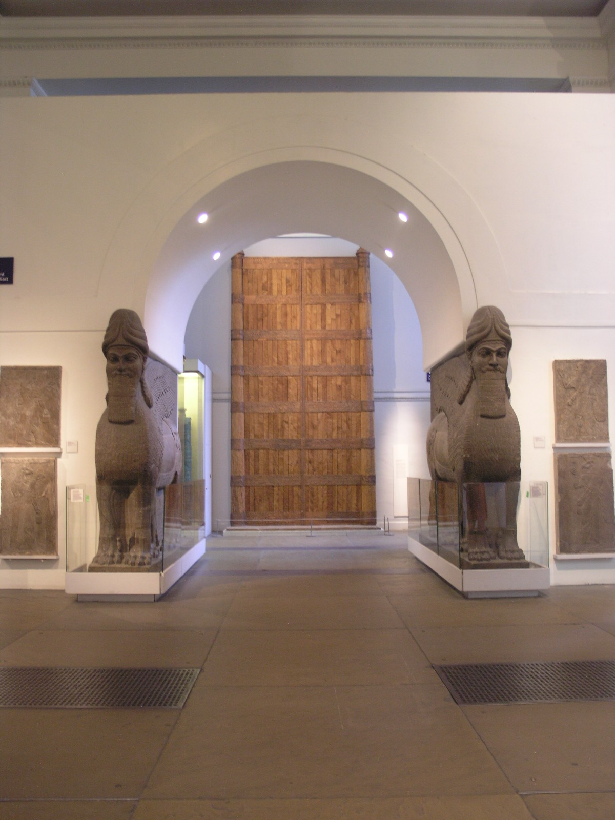 ISIS Destroys 3,000-Year-Old Sculptures at a Museum in Mosul, Iraq