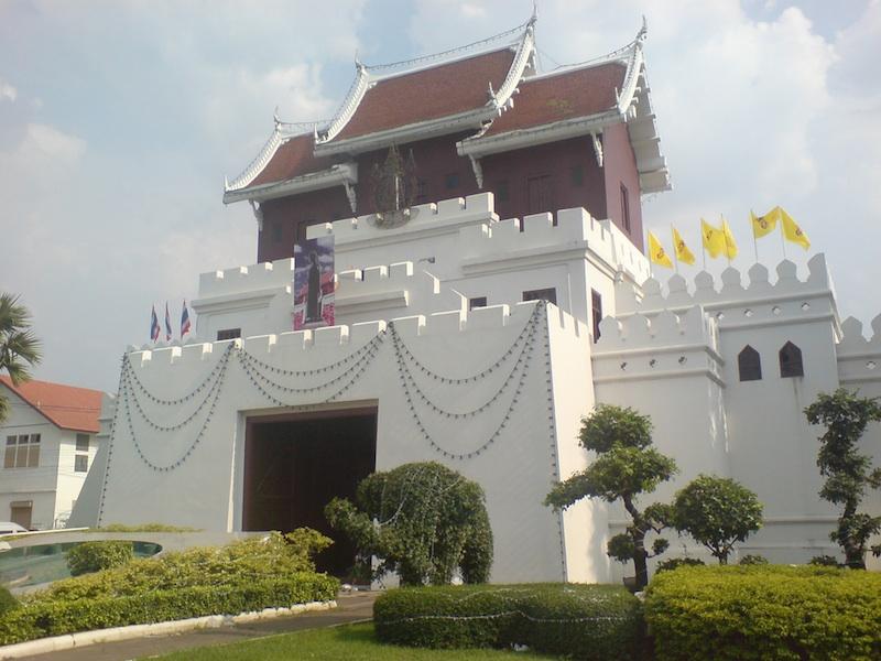 Korat city gate at the end of Ratchadamnoen Road