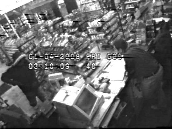 Pattaya: CCTV Shows Frenchman Slapping 7-Eleven Clerk
