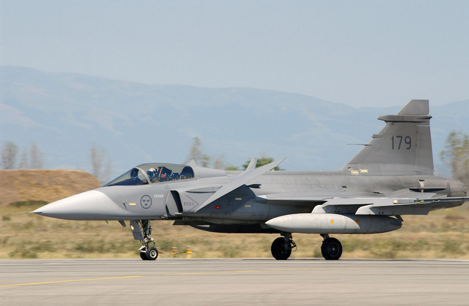 JAS-39 Gripen landing