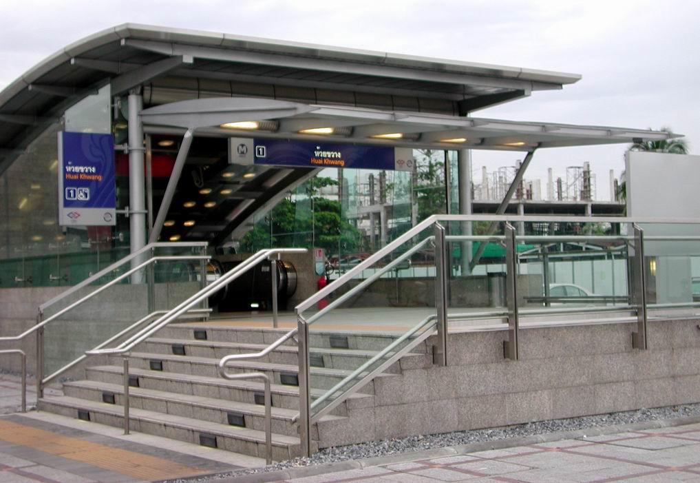 The entrance to Huai Khwang MRT Station