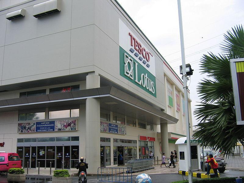 Knife attack at Pattaya Tesco-Lotus Express Store
