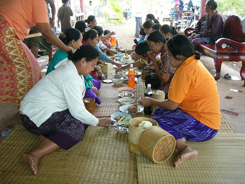 Thai women eating