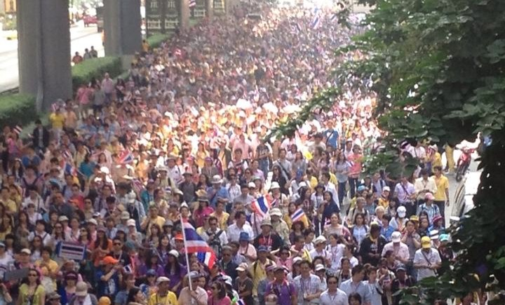 Protest leader Suthep vows to close all state offices within 3 day