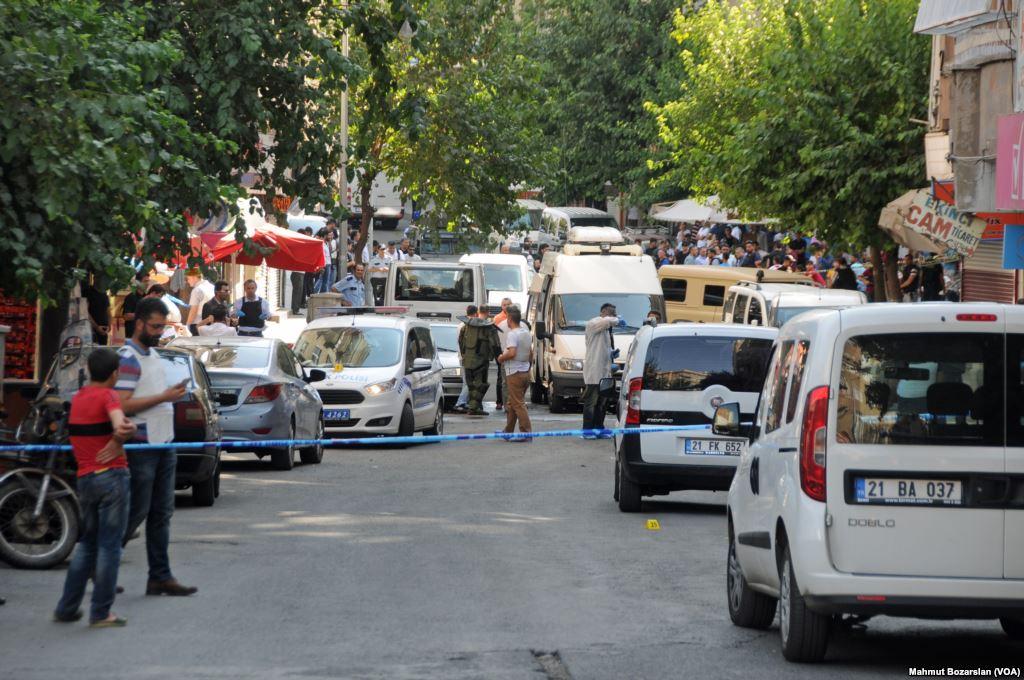 The Turkish police conduct raids on terrorist suspects