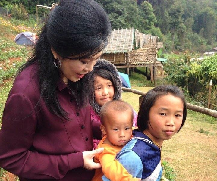 Yingluck Shinawatra with Thai hill tribe children