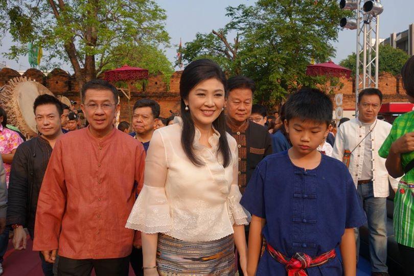 Yingluck_Shinawatra and her son