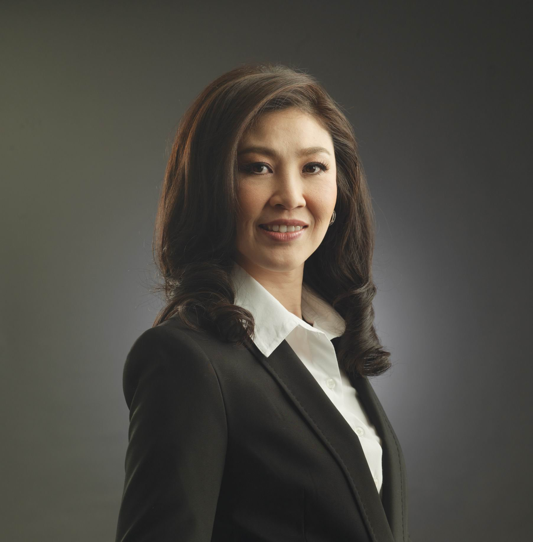 Yingluck Shinawatra invites Thais to join on Dec 5 as HM the King makes public appearance