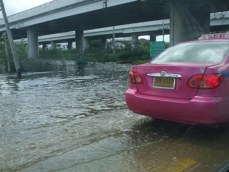 Floods on Lat Krabang-On Nut road, Bangkok