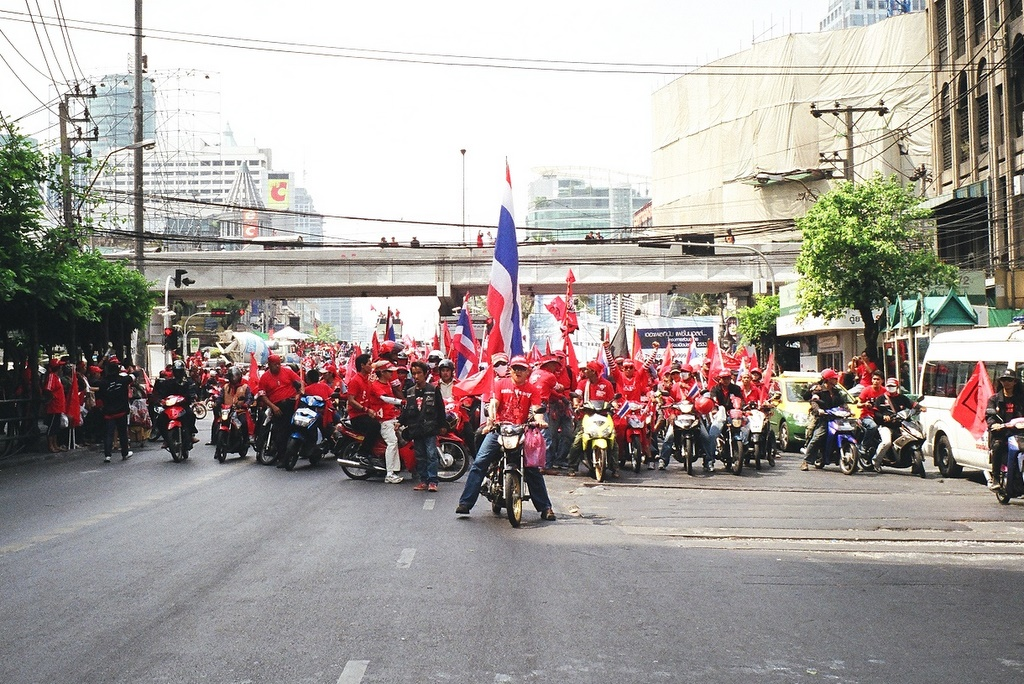 Red Shirts holds counter protest in Nonthaburi