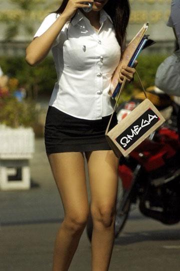 Bangkok Schoolgirls Bullied By Ladyboy Pimps