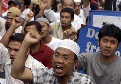 Thai-Muslim protesters