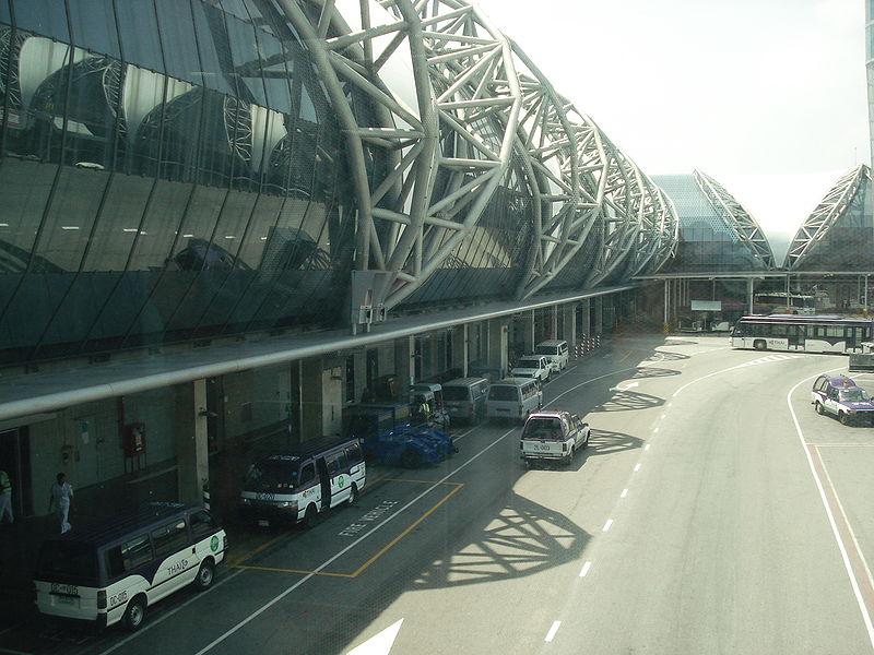 Suvarnabhumi Airport, view from passenger gateway to terminal 2