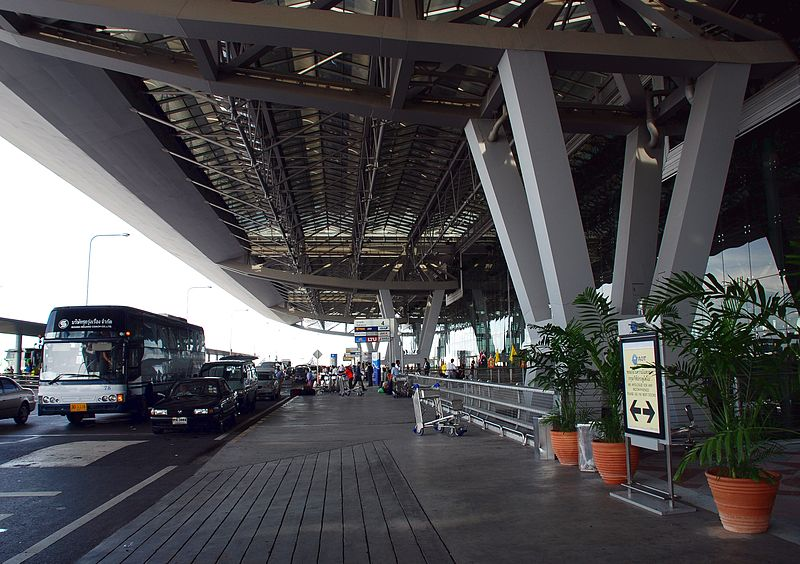 Suvarnabhumi airport warns travellers of traffic jam, taxi shortage