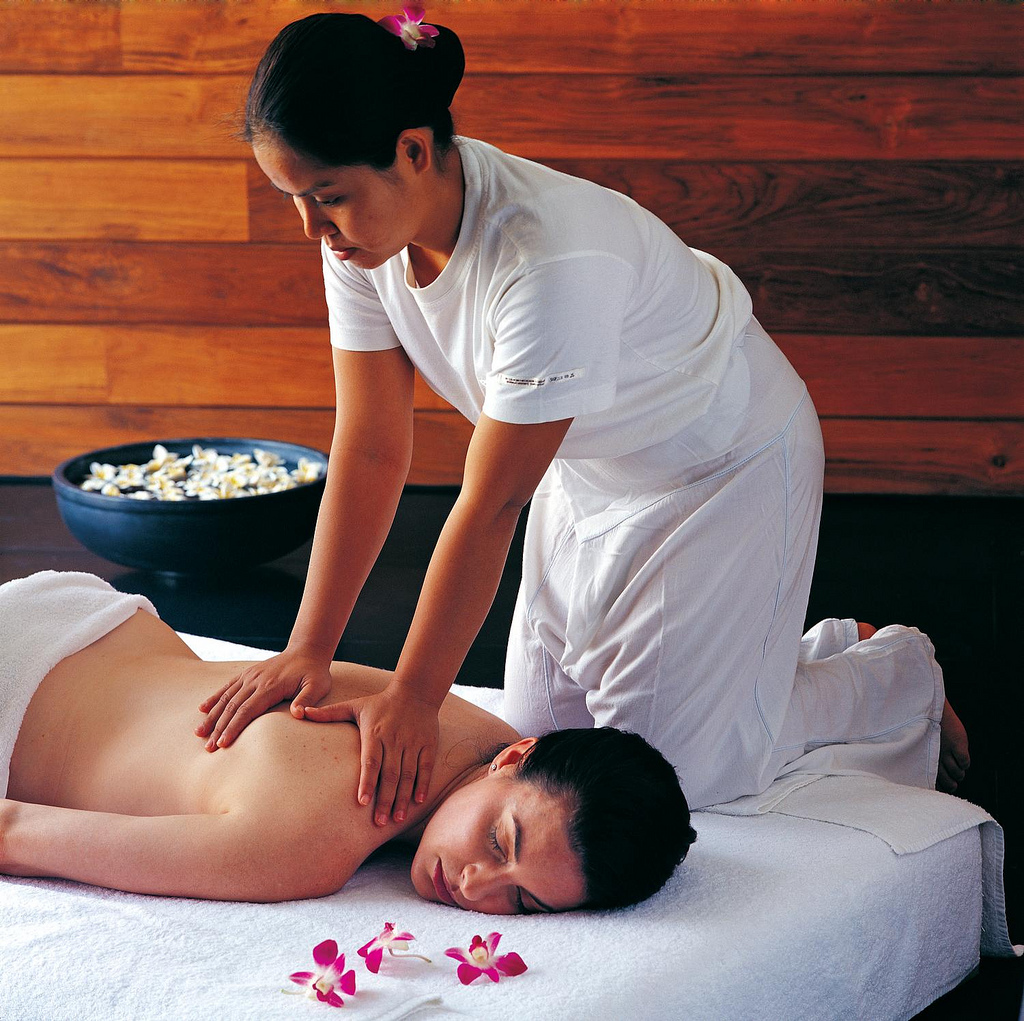 More foreign tourists become interested in Thai massage: TAT